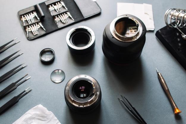 Riparazione dell'obiettivo della fotocamera fotografica