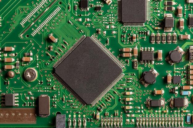 Foto di un circuito stampato verde. foto per lo spazio.