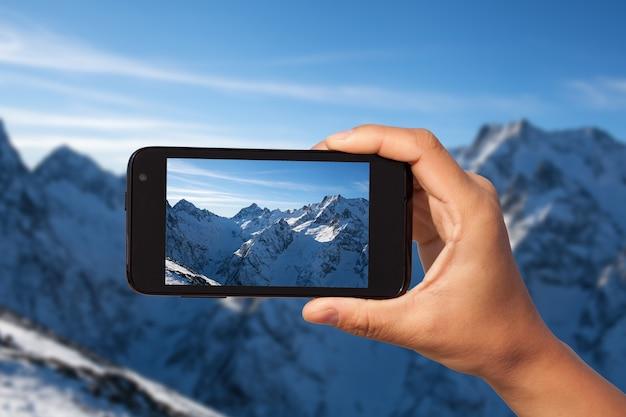 Servizio fotografico su smartphone in viaggio turistico