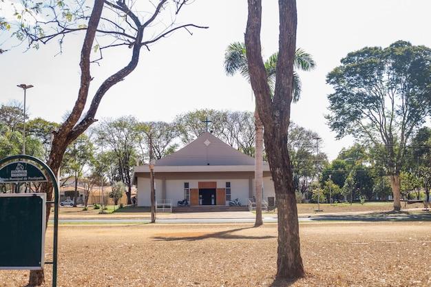 Foto di una piccola chiesa situata a pradãpolis - sã£o paulo