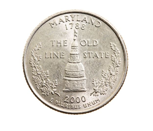 Fotografato primo piano su bianco moneta dollaro quarto americano venticinque centesimi, maryland