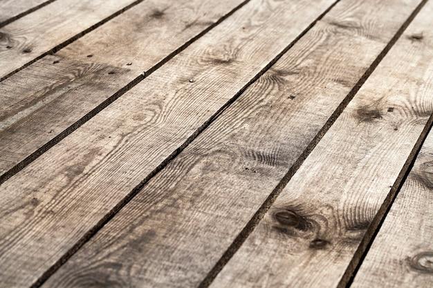 Superficie di legno fotografata fatta di assi. parte della vecchia struttura edile