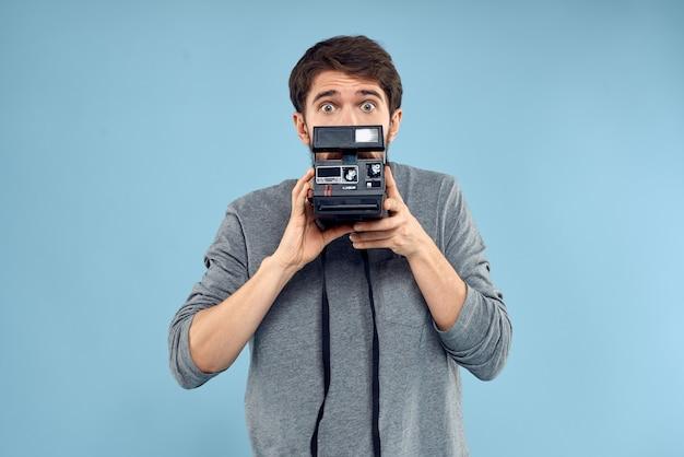 Fotografo professionale fotocamera tecnologia studio professione lifestyle attrezzature hobby. foto di alta qualità