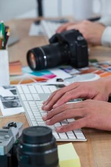 Fotografo usando la tastiera