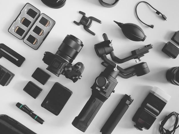 Stazione di lavoro per fotografi, stabilizzatori cardanici e accessori per fotocamera