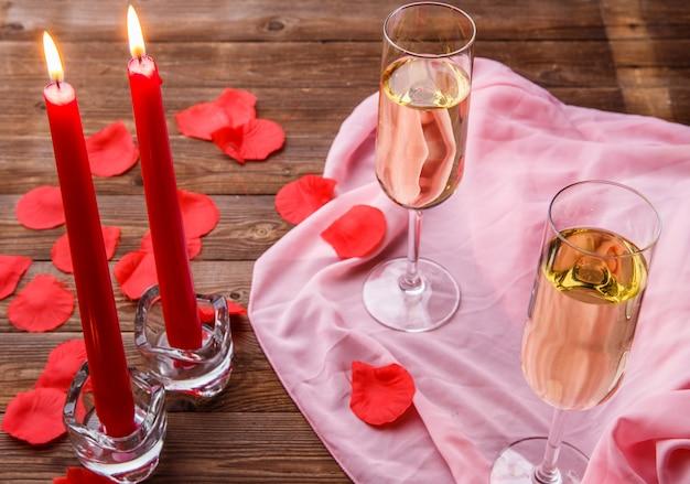 Fotografia della cena con le candele
