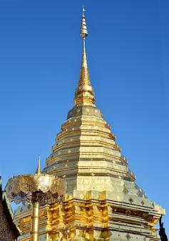 Phra that doi suthep sullo sfondo del cielo, chiang mai