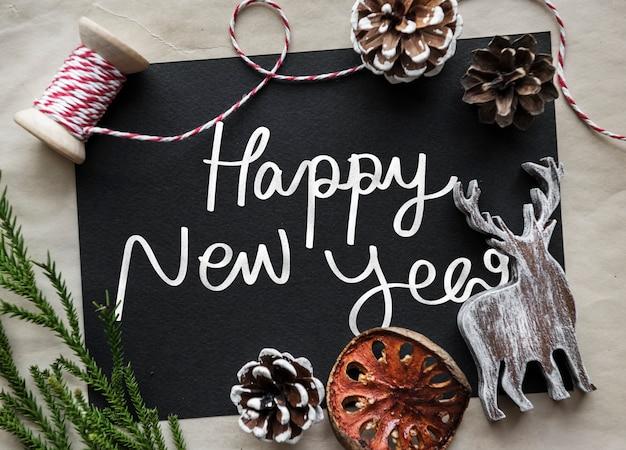 Frase felice anno nuovo su una lavagna