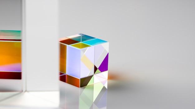 Fisica ottica prisma cubico a rifrazione dei raggi