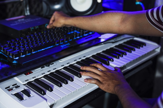 Pianisti o compositori che lavorano in studio di registrazione