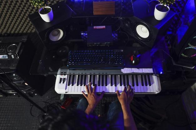 I pianisti stavano registrando nello studio di registrazione