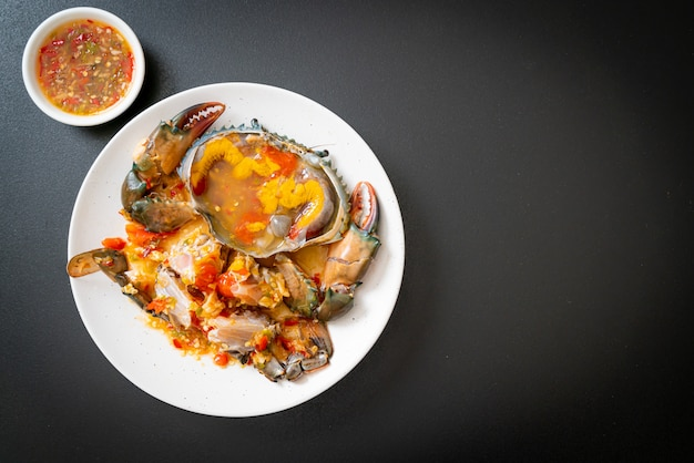 Uova di granchio in salamoia con salsa