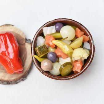 Olive sottaceto cetriolo limone e pepe verdure sottaceto cibo egiziano