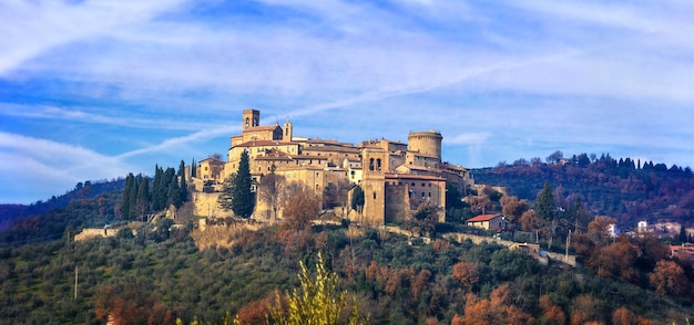 Pittorica borgo medievale (borgo) gualdo cattaneo in umbria, italia