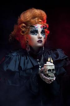 Immagina una bella donna fantasy con un teschio. tema di halloween. tema della festa.