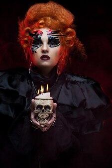 Immagina una bellissima donna fantasy con un teschio. tema di halloween. tema del partito.