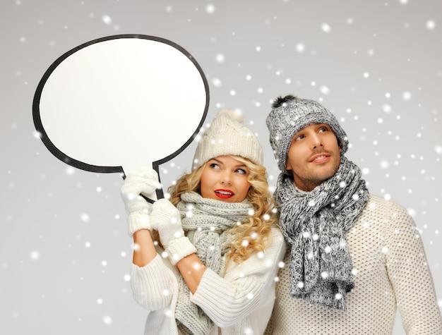 Foto di una coppia di famiglia con una bolla di testo vuota