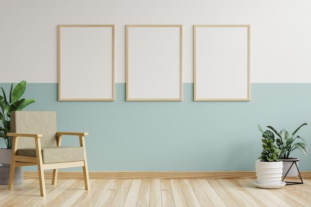 Cornici per quadri sul muro del soggiorno, decorate con poltrona e vasi per piante sul pavimento