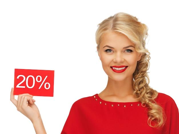 Foto di una bella donna in abito rosso con carta sconto