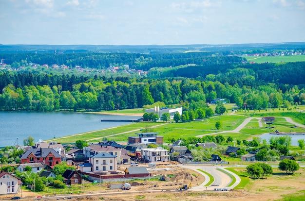 Il pittoresco grande bacino idrico di minsk drozdy in bielorussia
