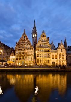 Pittoreschi edifici medievali sul