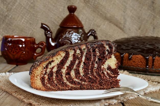 Zebra di torta con glassa al cioccolato