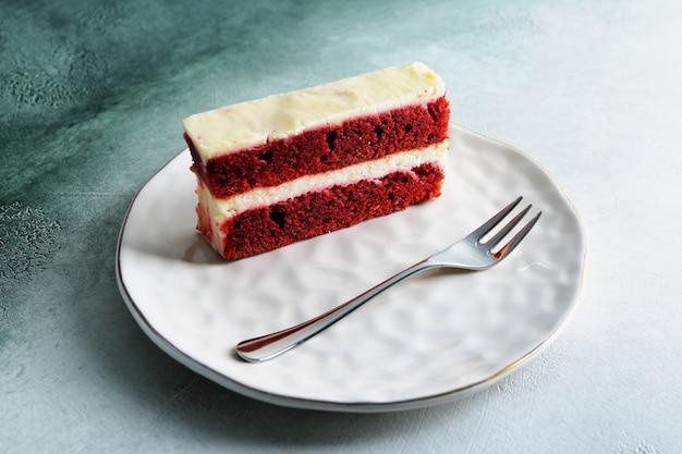 Pezzo di deliziosa torta sulla piastra