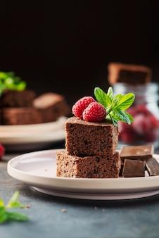 Pezzi di una torta al cioccolato
