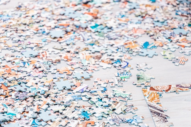 Pezzi di puzzle. giochi da tavolo da casa.