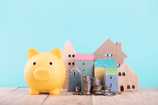 Salvadanaio per risparmiare per la casa, pianificazione per il futuro dell'affitto di un appartamento o di un concetto di casa.