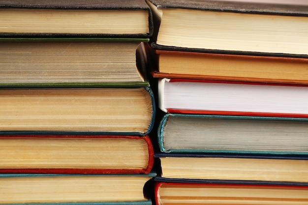 Pila di libri come sfondo, vista macro