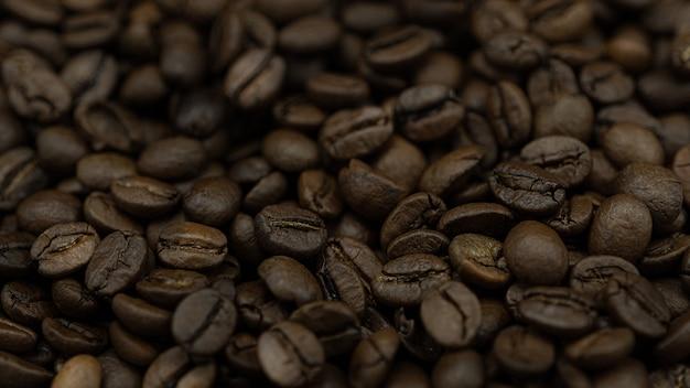Mucchio di chicchi di caffè da vicino