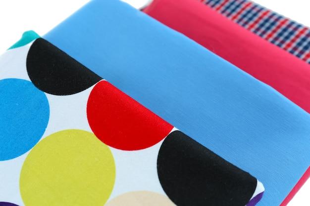 Pila di tessuti colorati da vicino