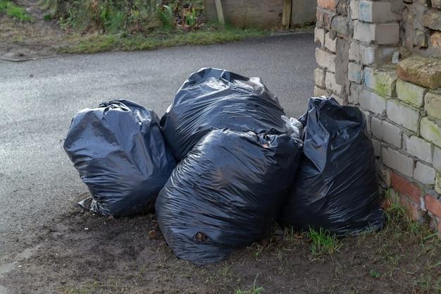 Pila di sacchi della spazzatura