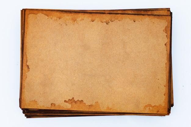 Pila di vecchia carta marrone per parete.