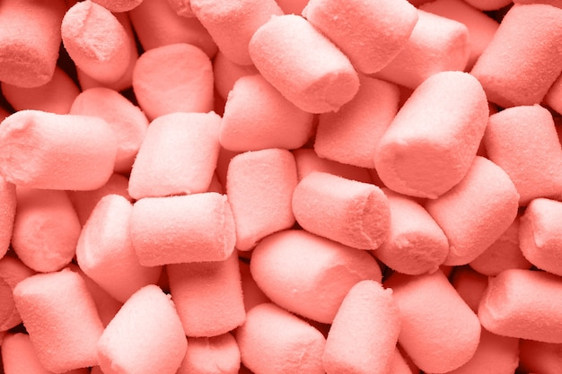 Un mucchio di marshmallow gonfi color corallo vivente.