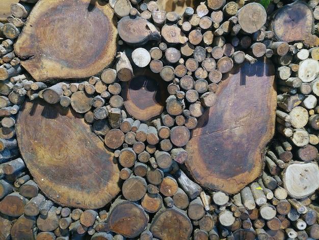 Pila di pila di legno foto