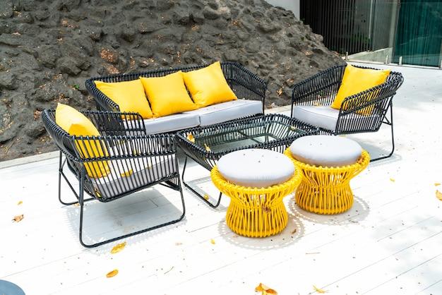 Cuscino sul patio esterno decorazione divano