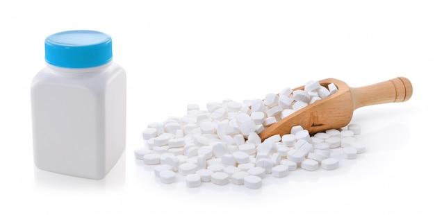 Pillole dalla bottiglia isolata