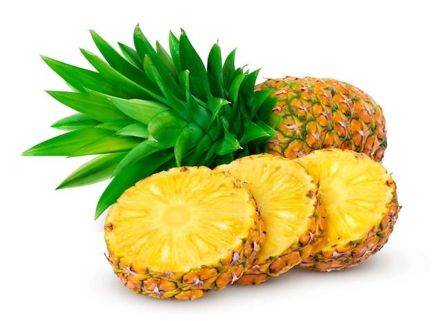 Ananas isolato su sfondo bianco