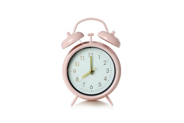 Sveglia rosa isolata su bianco