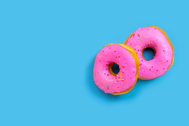 Ciambelle rosa isolate