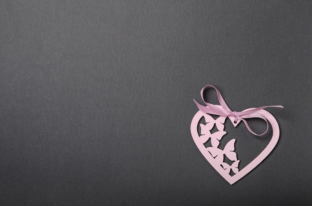 Cuori rosa e top nero, mood allegro