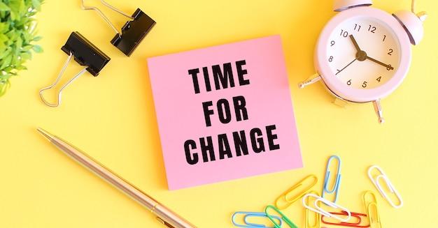 Carta rosa con il testo time for change