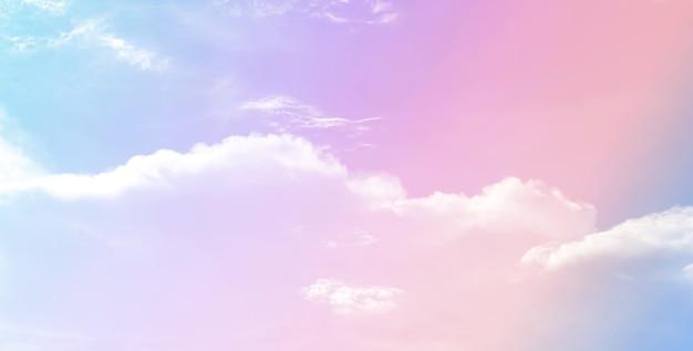 Cielo rosa pastello per lo sfondo. belle nuvole romantiche da sogno