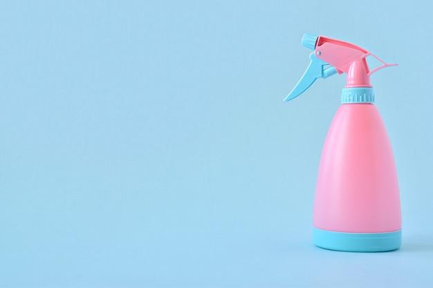 Polvere rosa su una superficie nuda