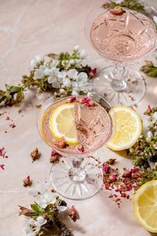 Rosa rosa champagne o limonata
