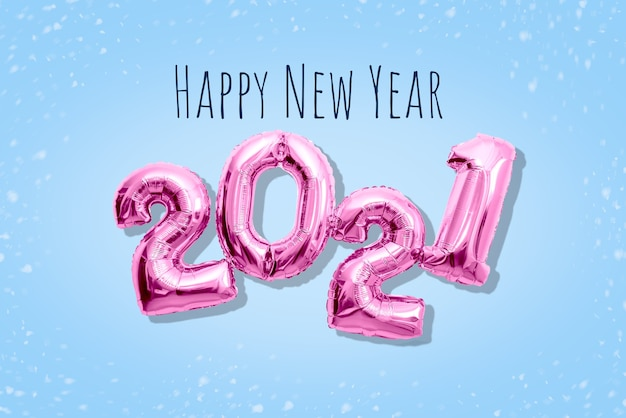 Numeri rosa brillanti 2021 2021, concetto di felice anno nuovo tonalità pastello piatte.