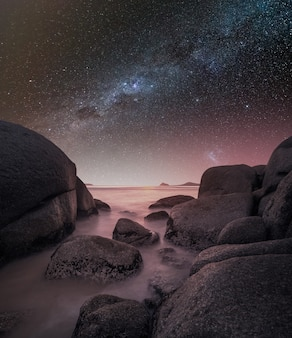 Cieli rosa con stelle