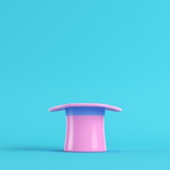Cappello a cilindro rosa su sfondo blu brillante
